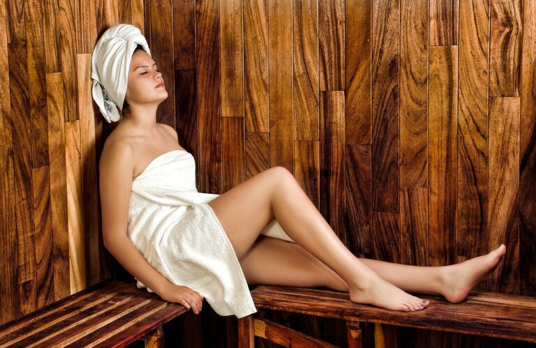 https://pixabay.com/es/photos/mujer-sauna-spa-bienestar-belleza-936549/