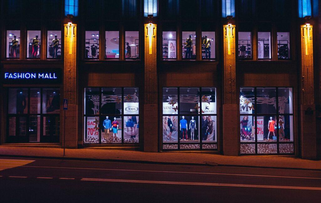 https://pixabay.com/es/photos/la-moda-centro-comercial-compras-690184/